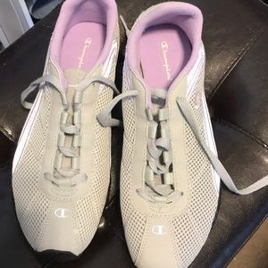 NWOT Champion 8.5 sneakers